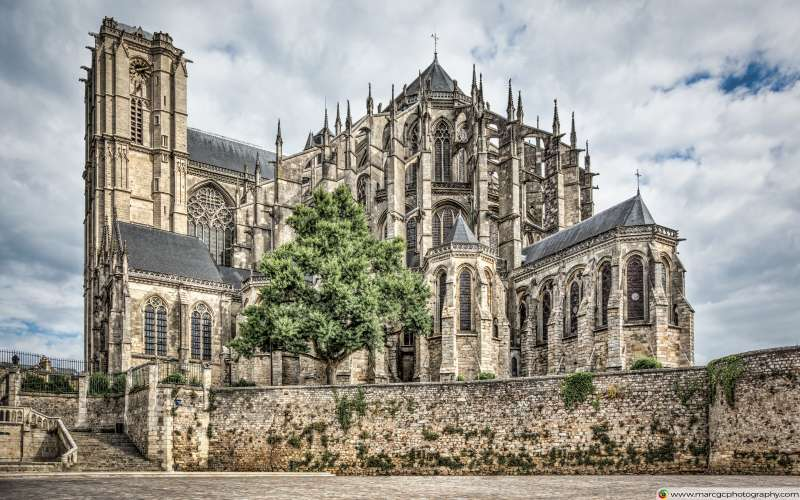 Cathedral of Saint Julian of Le Mans (France) Free 4K HD Wallpaper